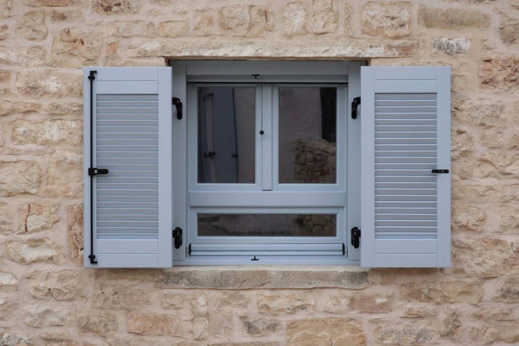 Ξύλινο παράθυρο δίφυλλο